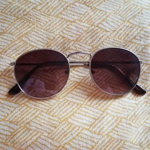 Aviator glasses with tan frame